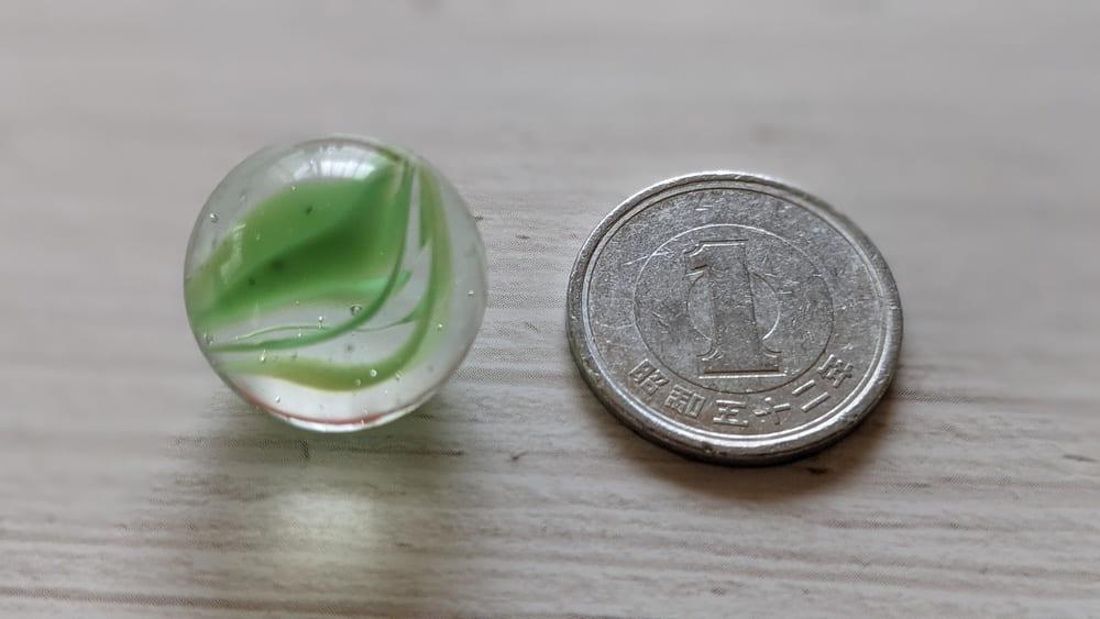 ビー玉と1円玉
